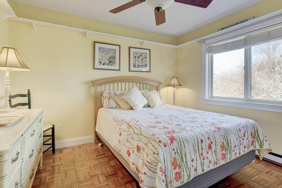 10. Single Family Home at Spacious Summer Rental On The Golf Course Montauk, NY 11954