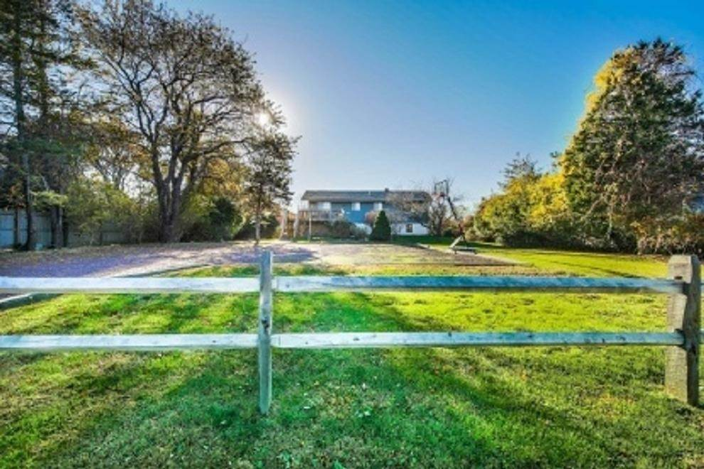 2. Single Family Home at Spacious Summer Rental On The Golf Course Montauk, NY 11954