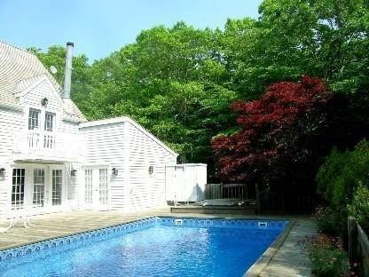 2. Single Family Home at Seclusion In The Bell Estate Amagansett, NY 11930