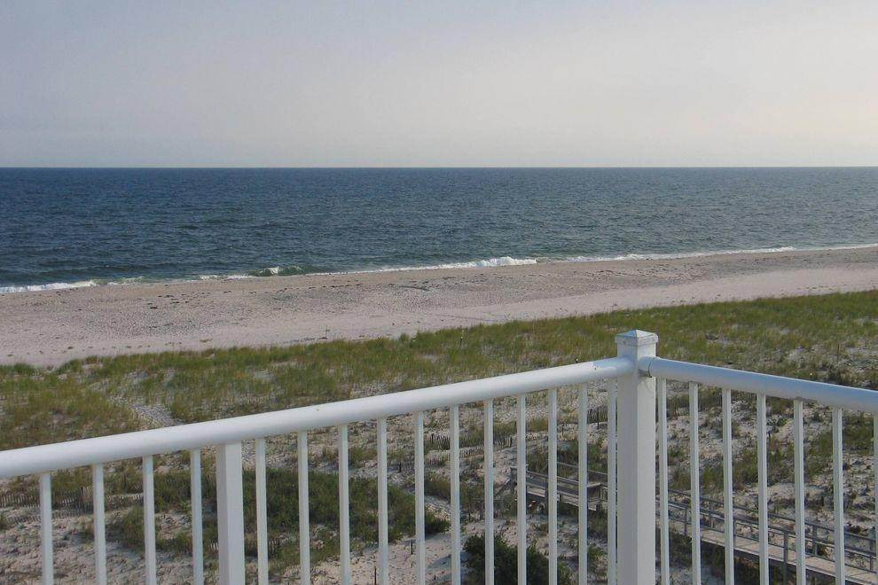 5. Single Family Home at Ocean Front Spectacular Westhampton Dunes Village, NY 11978