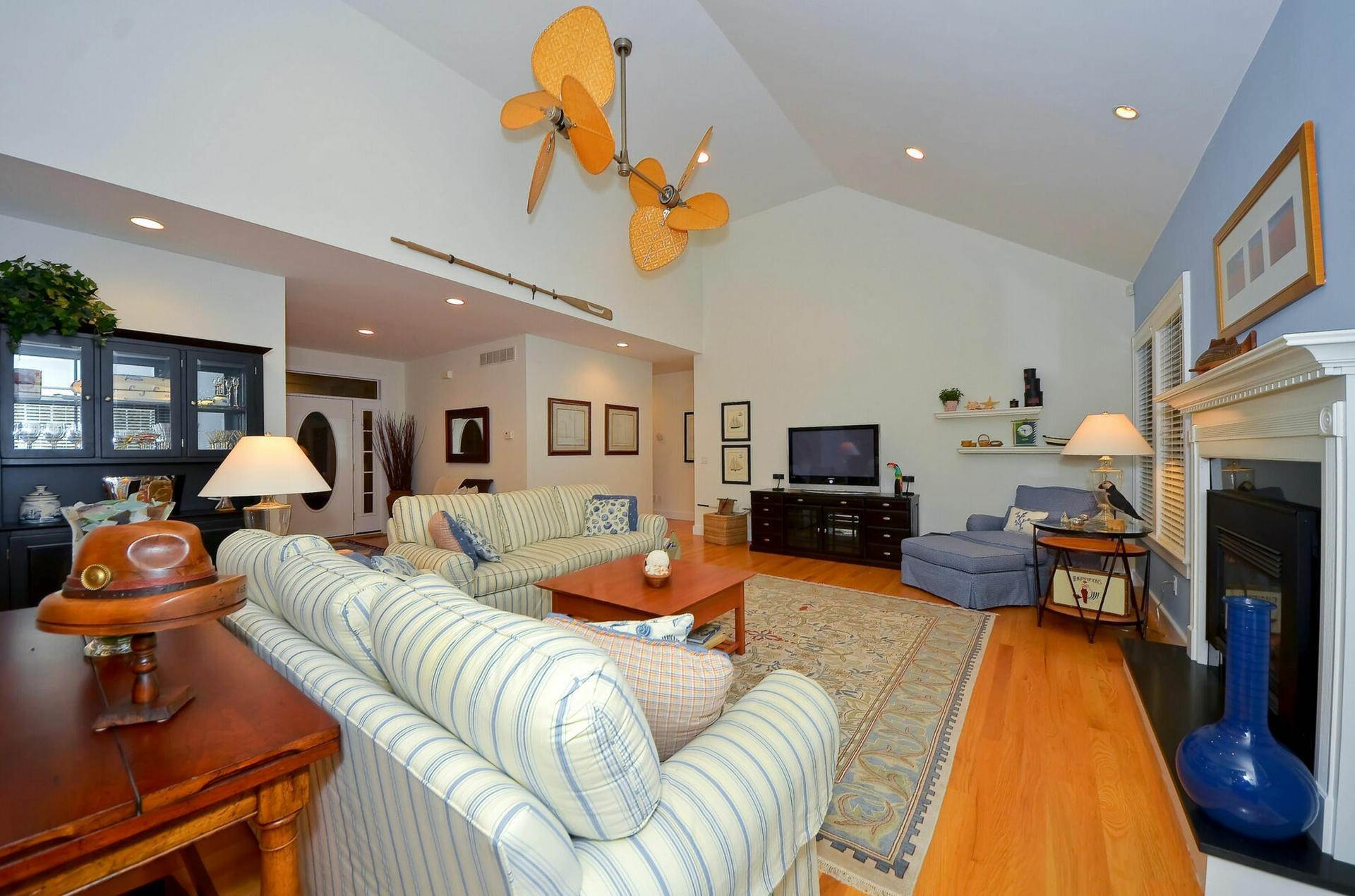 11. Single Family Home at Centrally Located Southampton Traditional Southampton, NY 11968