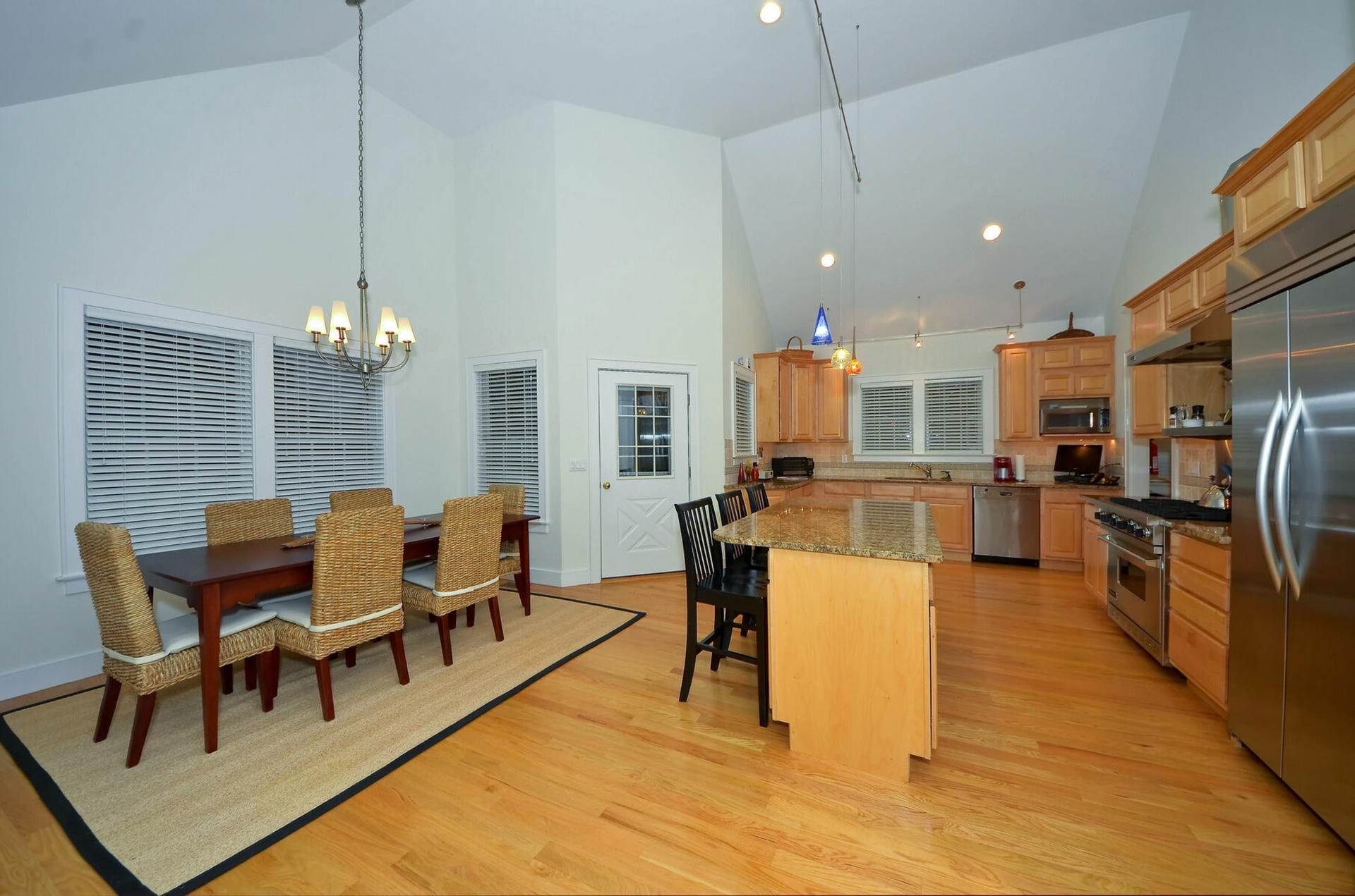 10. Single Family Home at Centrally Located Southampton Traditional Southampton, NY 11968