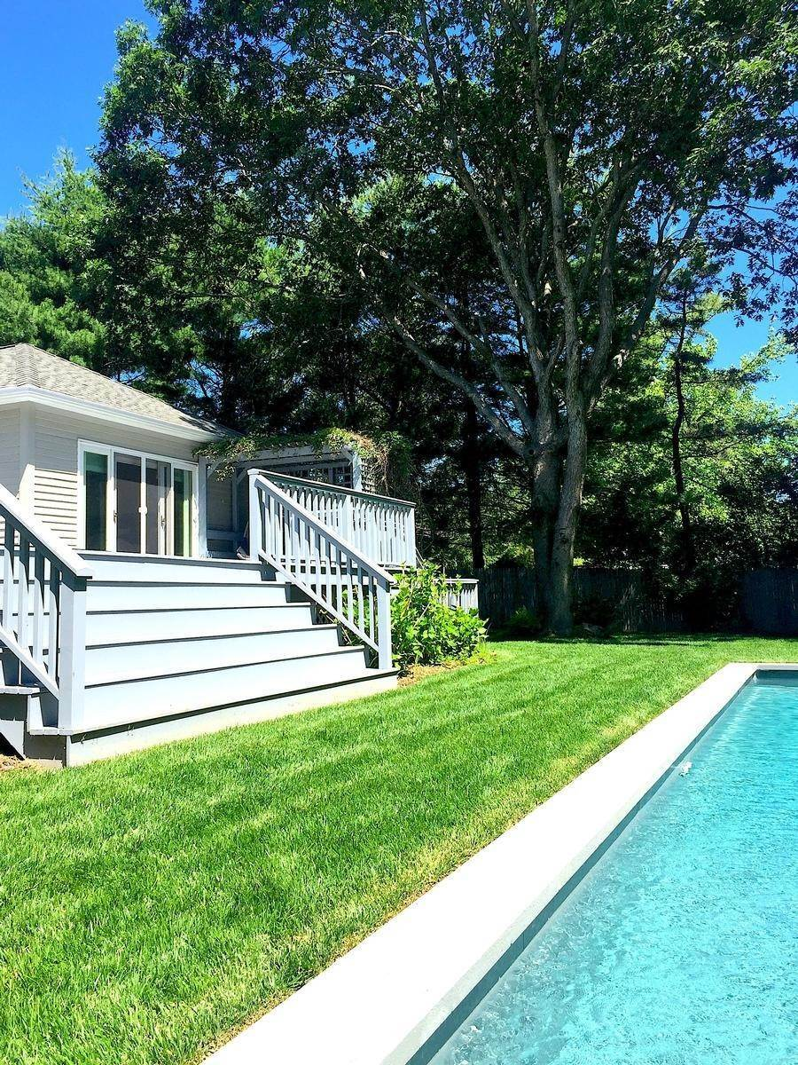 13. Single Family Home at Bright & Stylish In Water Mill Water Mill, NY 11976