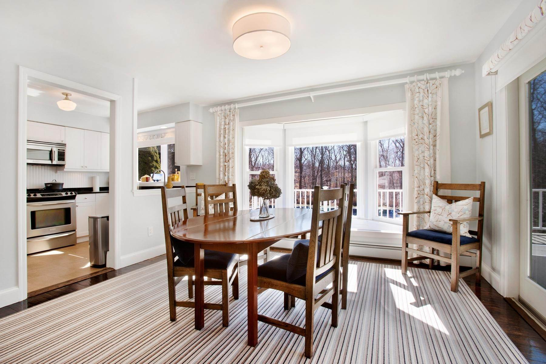 5. Single Family Home at Spectacular Summer Retreat With Tennis East Hampton, NY 11937