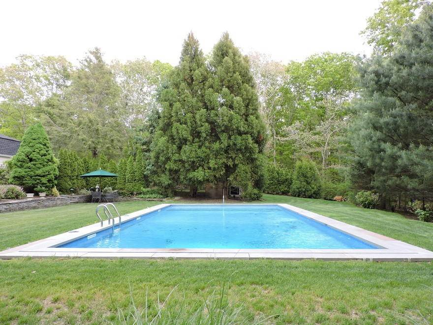 16. Single Family Home at Spectacular Summer Retreat With Tennis East Hampton, NY 11937