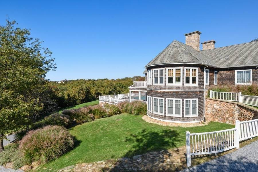 9. Single Family Home at Bay, Sound Sunset Stunner August Montauk, NY 11954