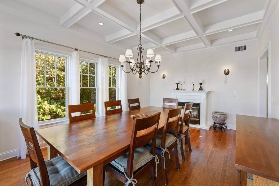 37. Single Family Home at Bay, Sound Sunset Stunner August Montauk, NY 11954