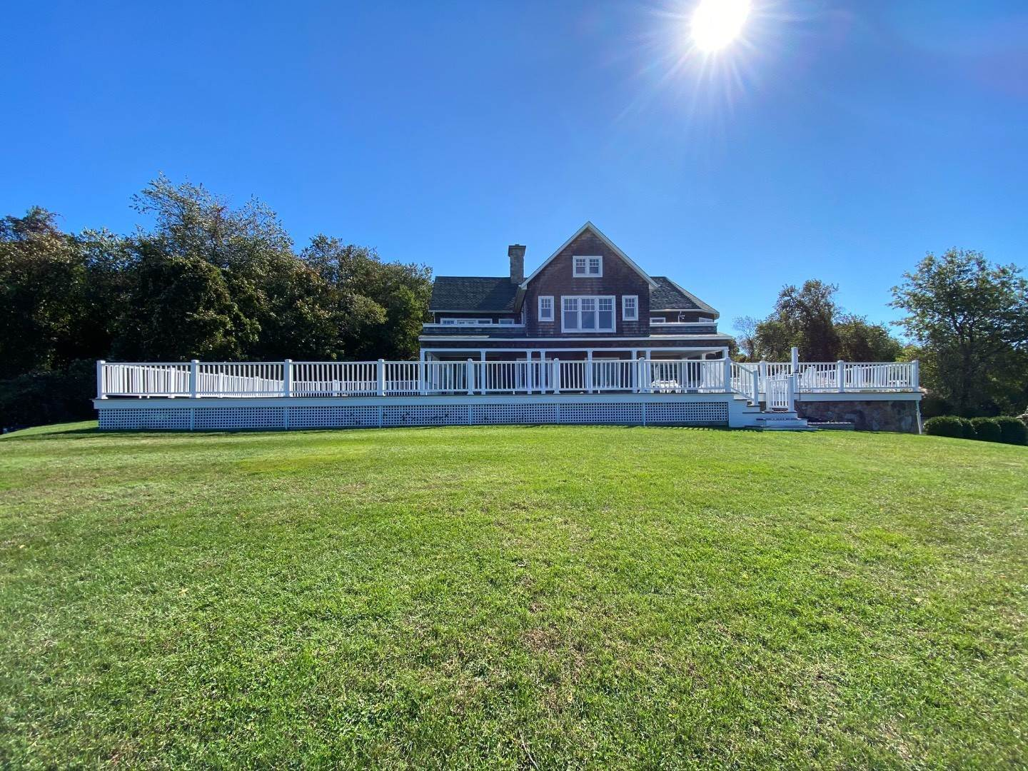 10. Single Family Home at Bay, Sound Sunset Stunner August Montauk, NY 11954