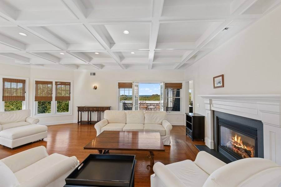 4. Single Family Home at Bay, Sound Sunset Stunner August Montauk, NY 11954