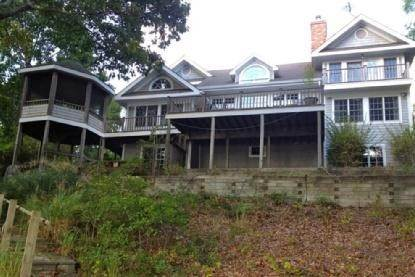 21. Single Family Home at Lake Drive Waterfront Shelter Island Home NY 11964