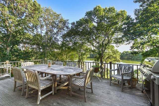 2. Single Family Home at Lake Drive Waterfront Shelter Island Home NY 11964