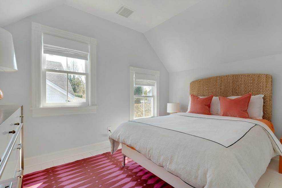 18. Single Family Home at Chic Beach House Compound South Of The Highway Southampton, NY 11968