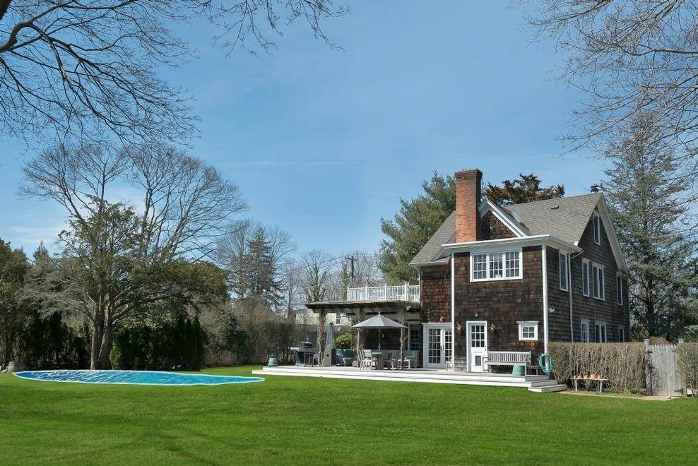 2. Single Family Home at Chic Beach House Compound South Of The Highway Southampton, NY 11968