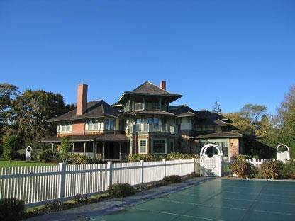 4. Single Family Home at Simply The Finest Southampton, NY 11968