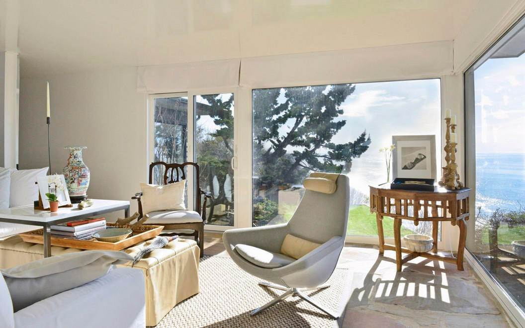 4. Single Family Home at Designers Own Montauk Oceanfront Summer Rental Montauk, NY 11954