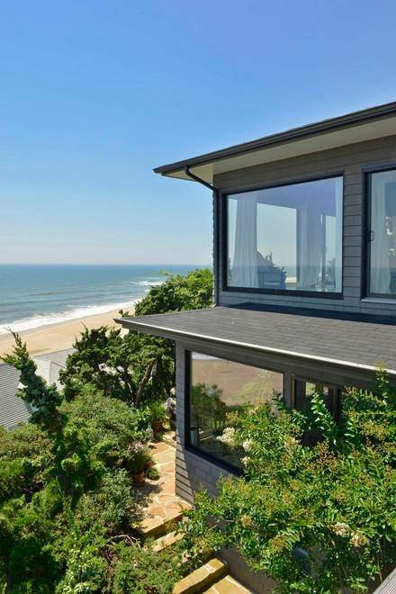 17. Single Family Home at Designers Own Montauk Oceanfront Summer Rental Montauk, NY 11954