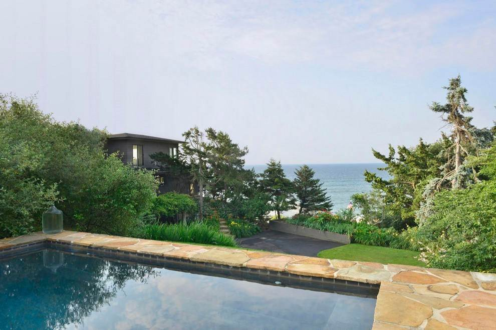 16. Single Family Home at Designers Own Montauk Oceanfront Summer Rental Montauk, NY 11954