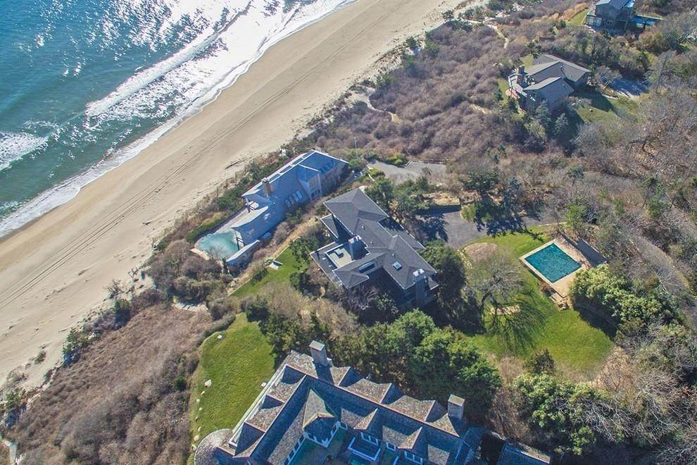 7. Single Family Home at Designers Own Montauk Oceanfront Summer Rental Montauk, NY 11954
