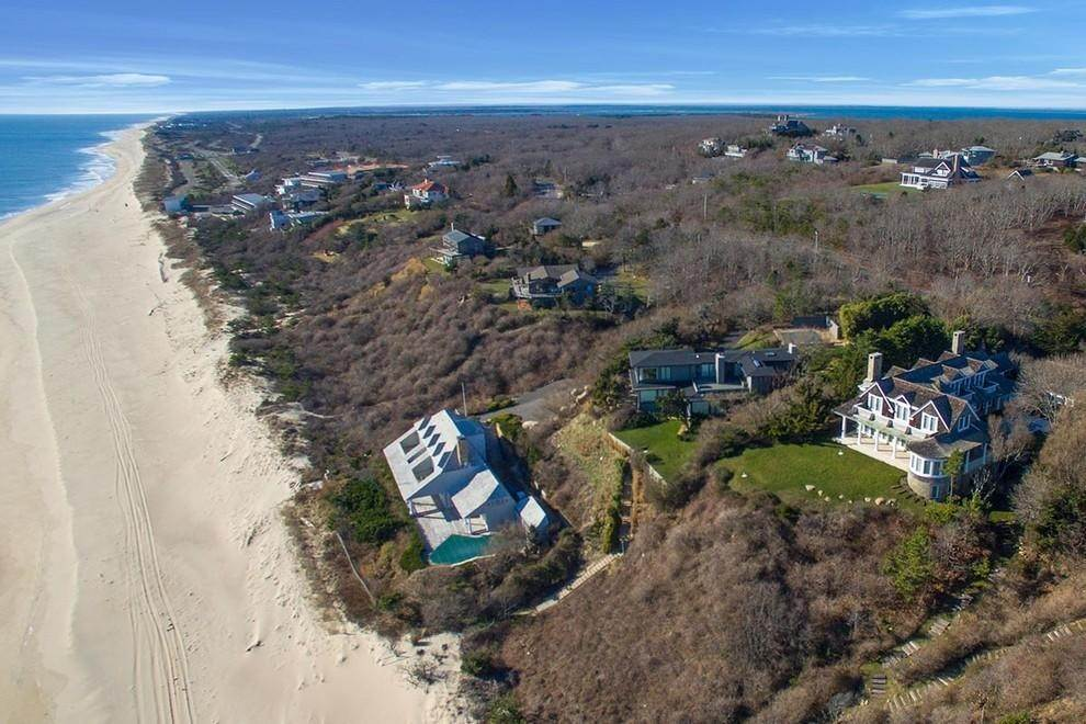 21. Single Family Home at Designers Own Montauk Oceanfront Summer Rental Montauk, NY 11954