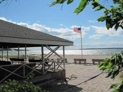 10. Single Family Home at Peconic Bayfront With Dock Southampton, NY 11968