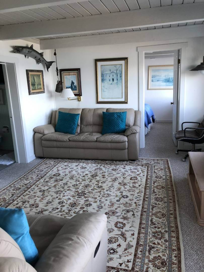 7. Single Family Home at Secluded Bay Front Rental Montauk, NY 11954