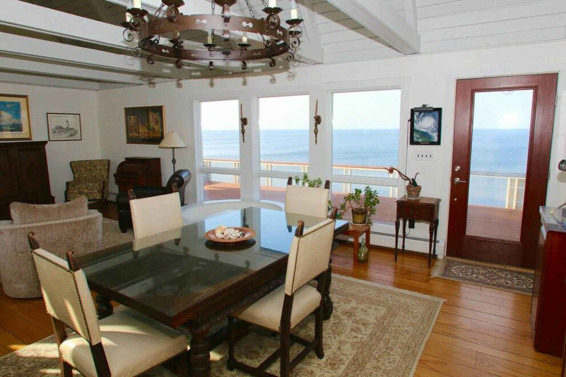 3. Single Family Home at Secluded Bay Front Rental Montauk, NY 11954