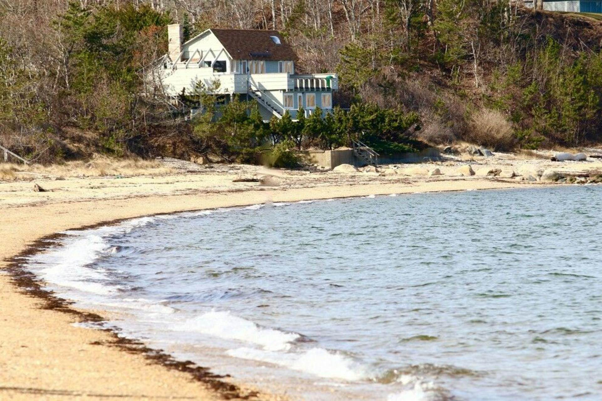 Single Family Home at Secluded Bay Front Rental Montauk, NY 11954