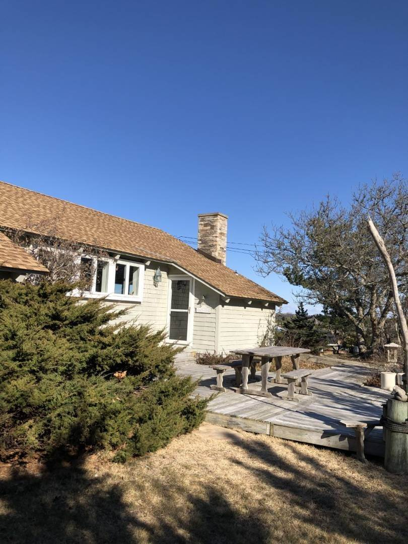 20. Single Family Home at Secluded Bay Front Rental Montauk, NY 11954