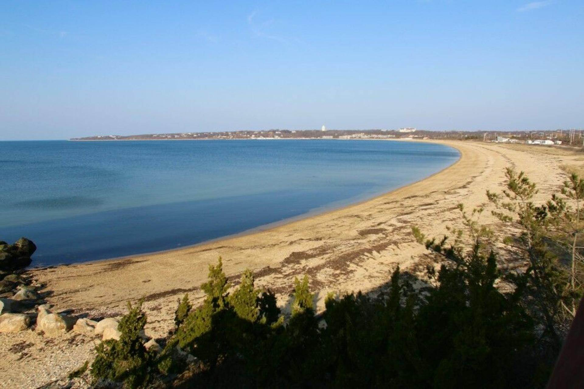 18. Single Family Home at Secluded Bay Front Rental Montauk, NY 11954