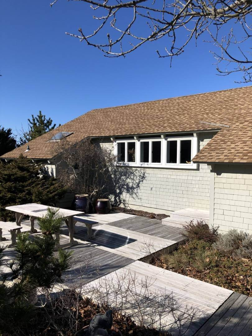 19. Single Family Home at Secluded Bay Front Rental Montauk, NY 11954