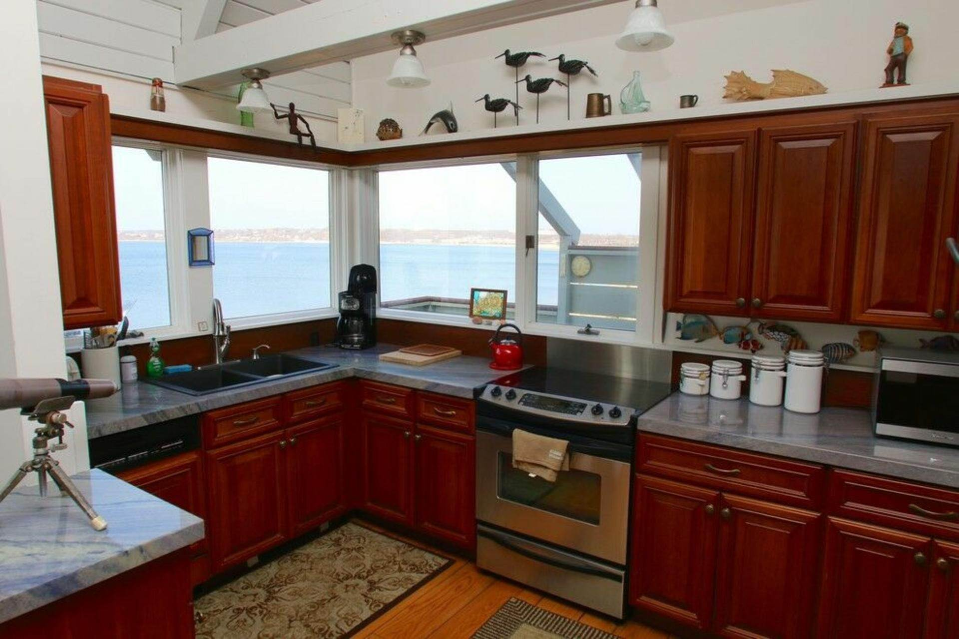 4. Single Family Home at Secluded Bay Front Rental Montauk, NY 11954