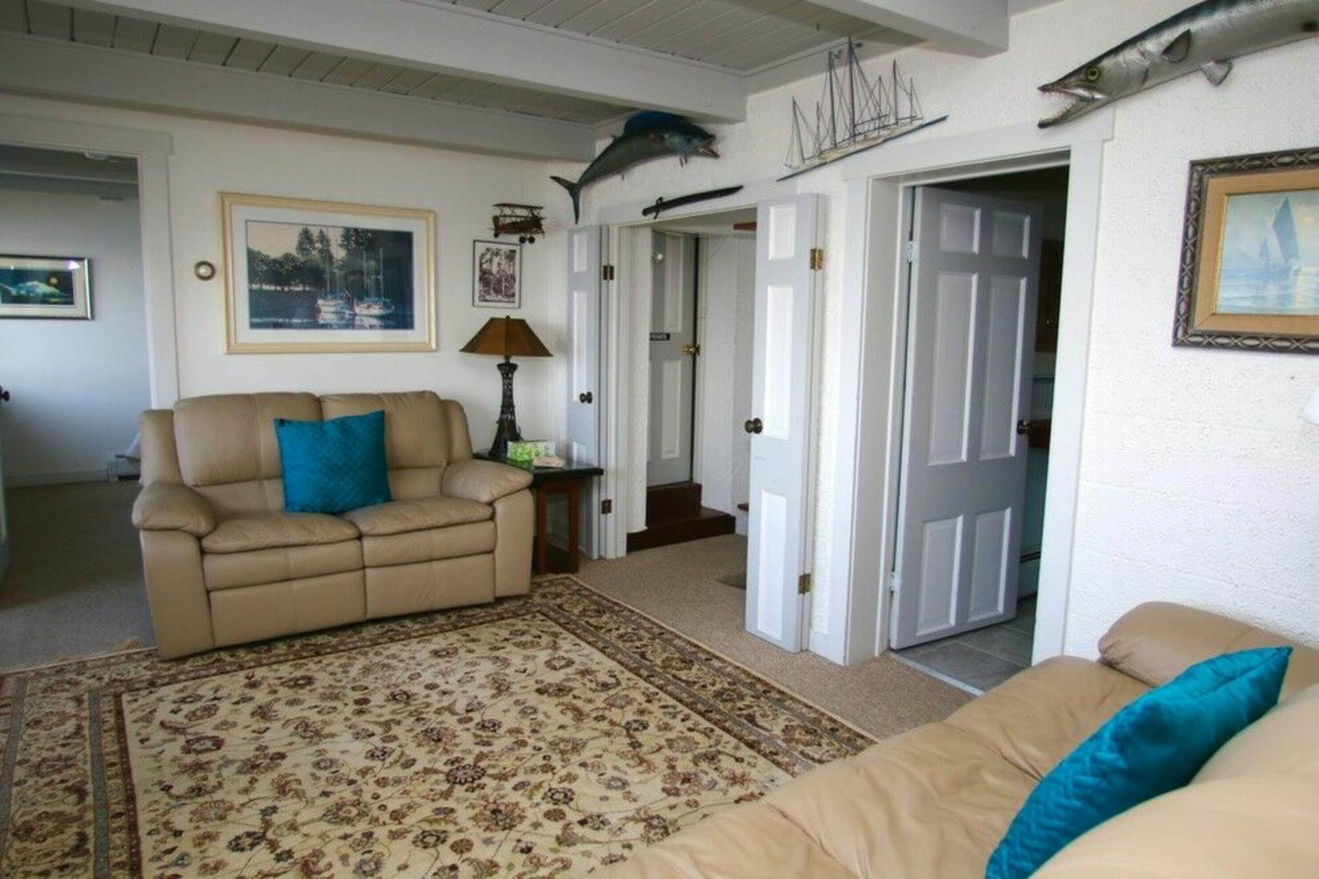 6. Single Family Home at Secluded Bay Front Rental Montauk, NY 11954