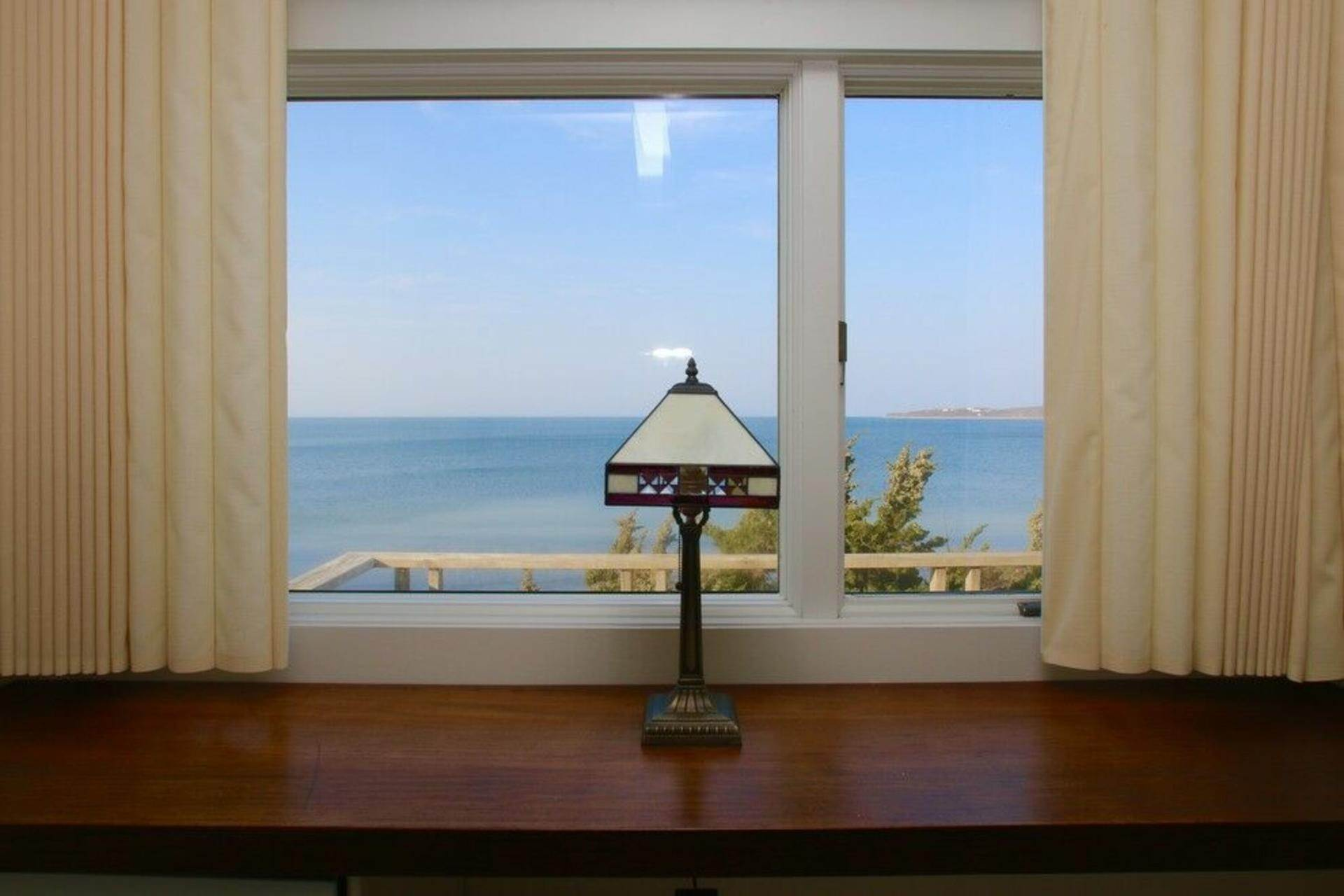 11. Single Family Home at Secluded Bay Front Rental Montauk, NY 11954