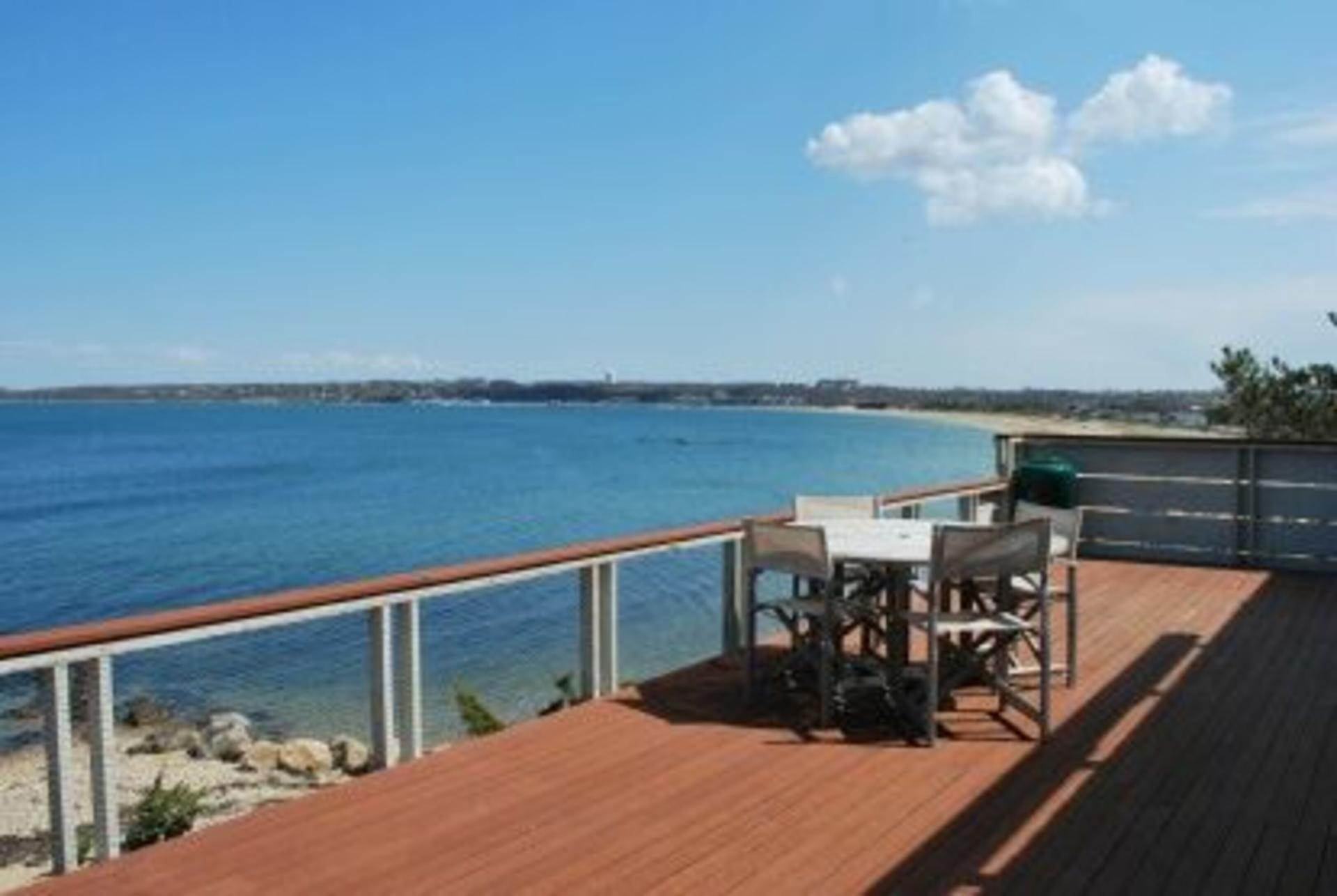 15. Single Family Home at Secluded Bay Front Rental Montauk, NY 11954