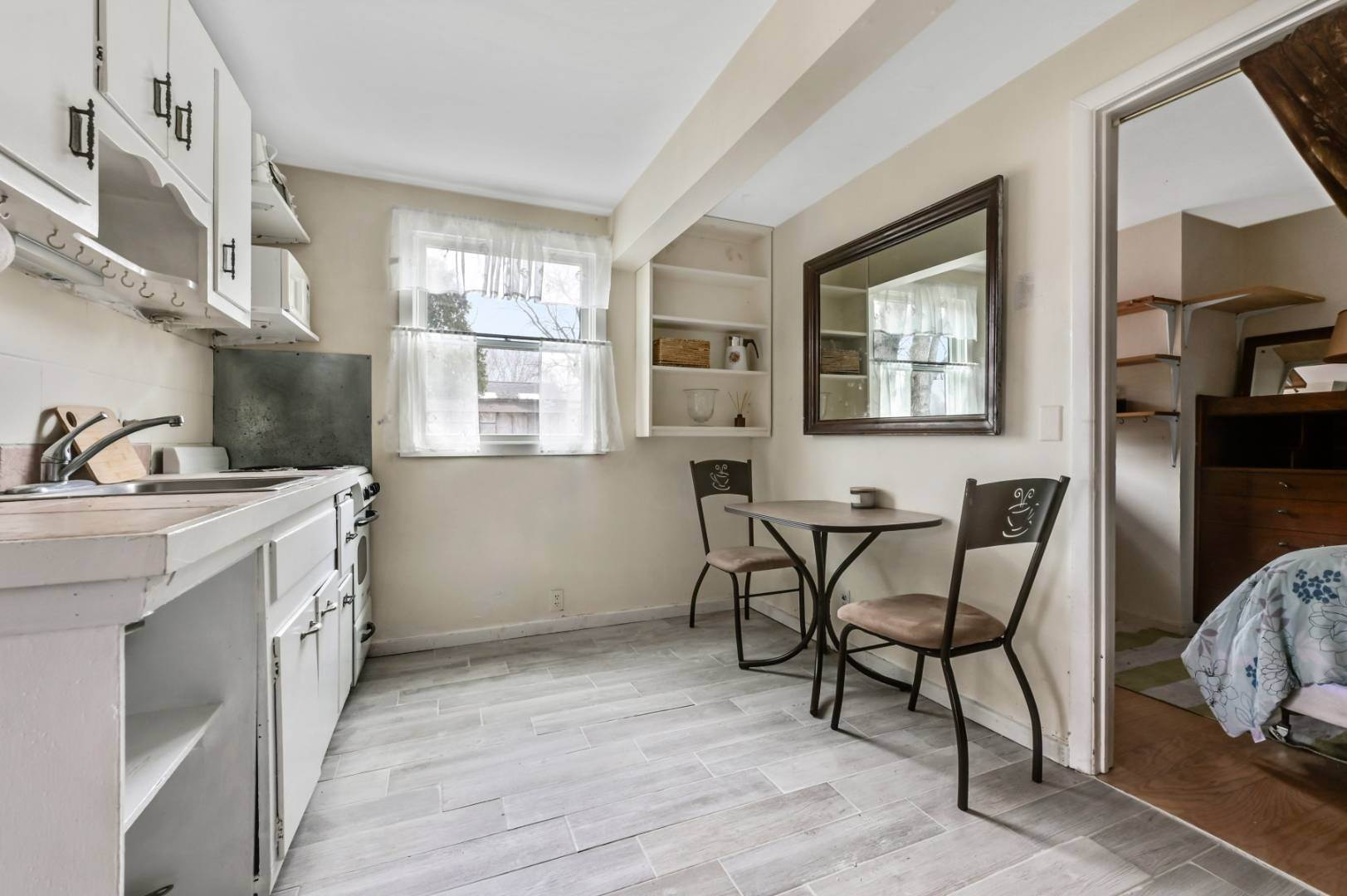 4. Single Family Home at One Bedroom Apartment On The Water Sag Harbor, NY 11963