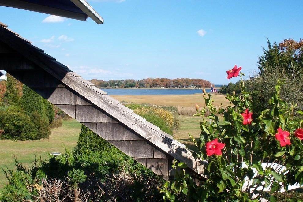 22. Single Family Home at Waterfront Serenity Retreat With Lots Of Water Toys East Hampton, NY 11937