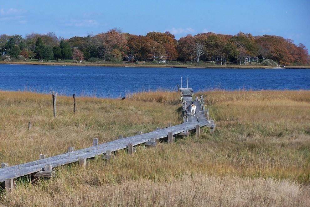7. Single Family Home at Waterfront Serenity Retreat With Lots Of Water Toys East Hampton, NY 11937