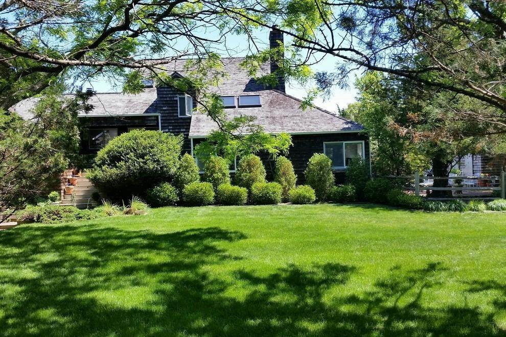20. Single Family Home at Waterfront Serenity Retreat With Lots Of Water Toys East Hampton, NY 11937