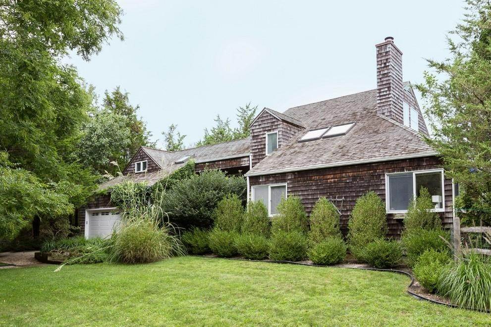9. Single Family Home at Waterfront Serenity Retreat With Lots Of Water Toys East Hampton, NY 11937