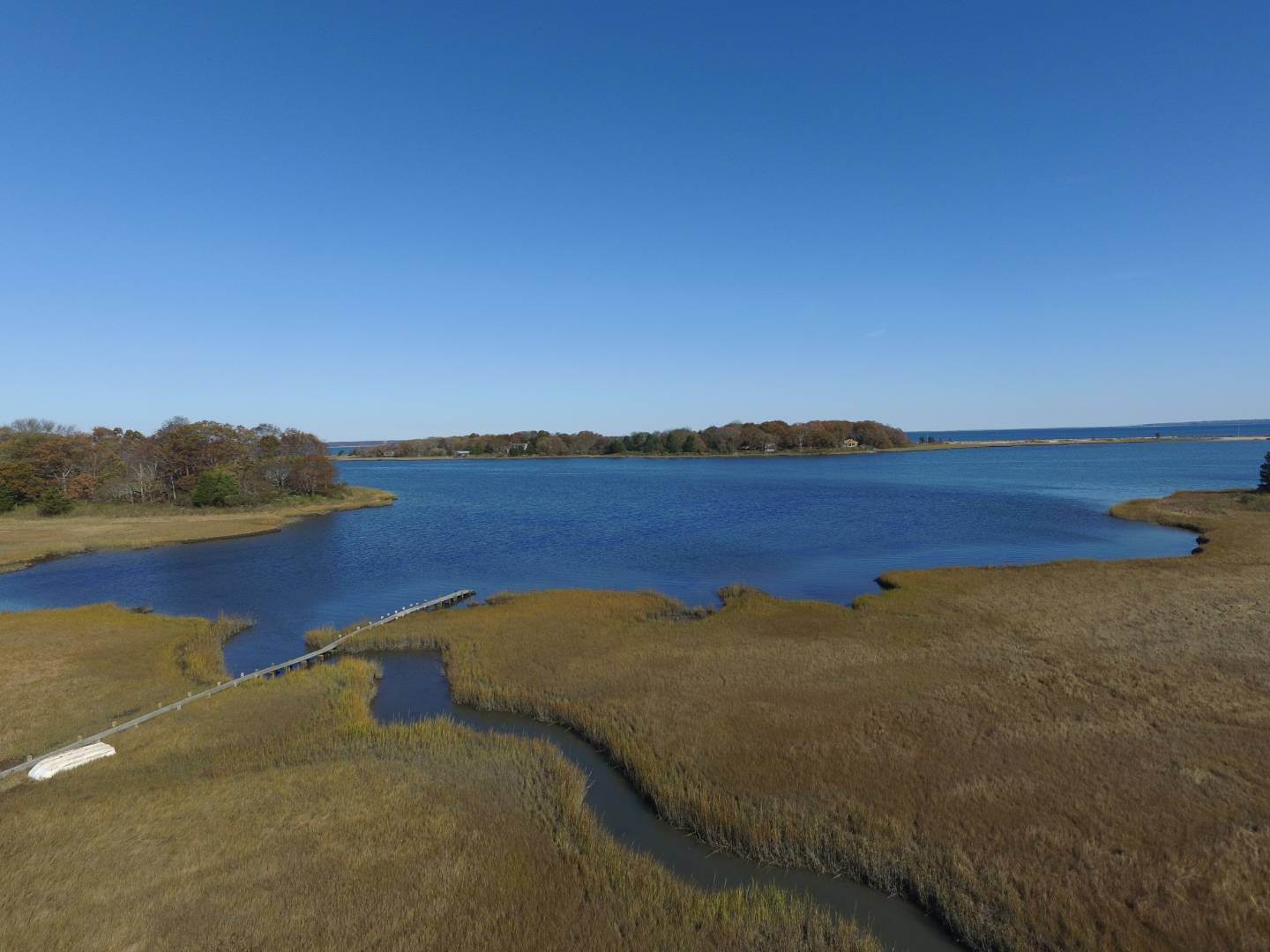 26. Single Family Home at Waterfront Serenity Retreat With Lots Of Water Toys East Hampton, NY 11937