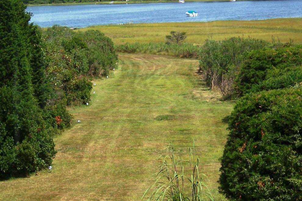 23. Single Family Home at Waterfront Serenity Retreat With Lots Of Water Toys East Hampton, NY 11937