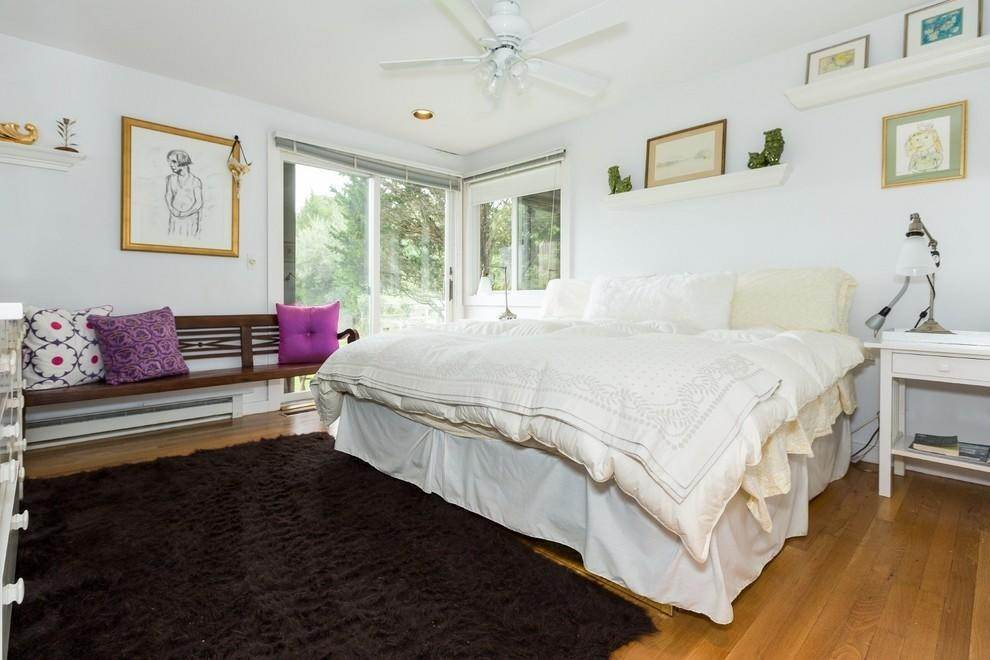 12. Single Family Home at Waterfront Serenity Retreat With Lots Of Water Toys East Hampton, NY 11937