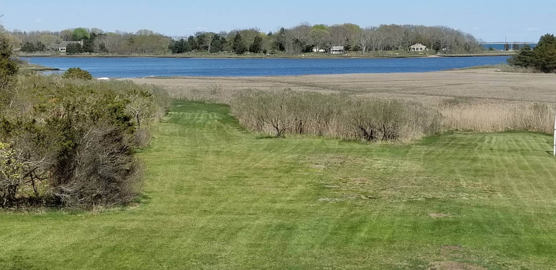 24. Single Family Home at Waterfront Serenity Retreat With Lots Of Water Toys East Hampton, NY 11937