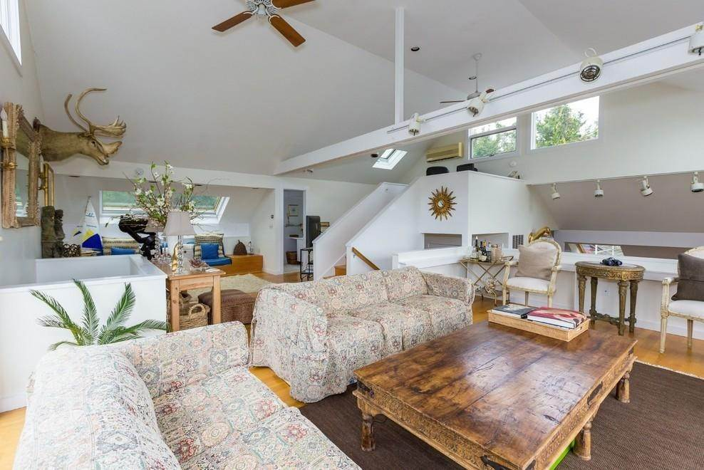 4. Single Family Home at Waterfront Serenity Retreat With Lots Of Water Toys East Hampton, NY 11937