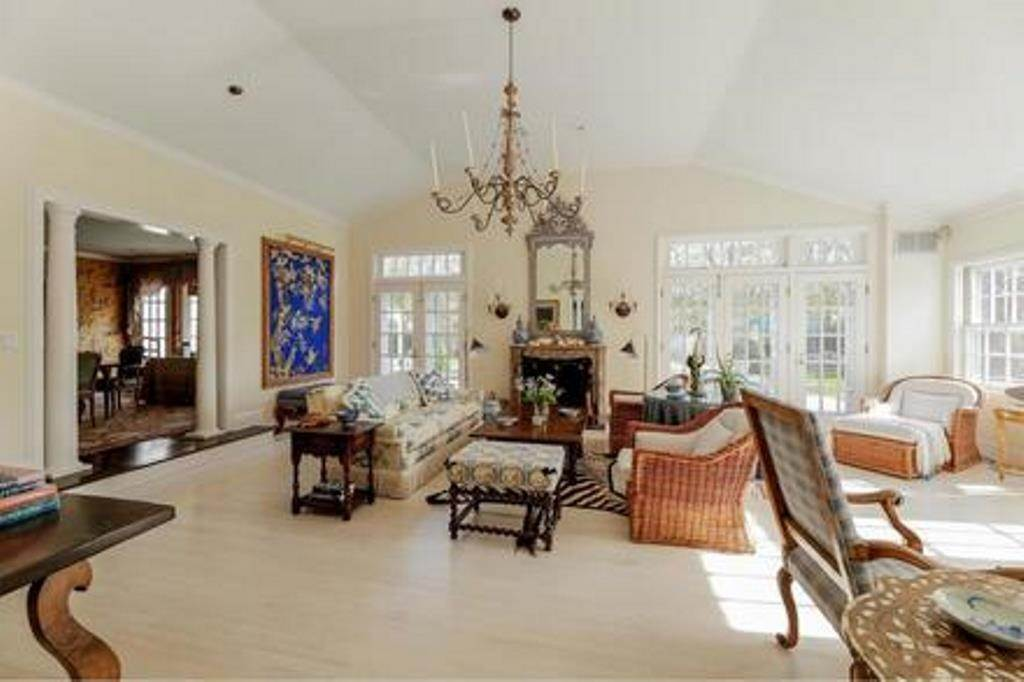 7. Single Family Home at Estate Section- Close Proximity Ocean And Village Southampton, NY 11968