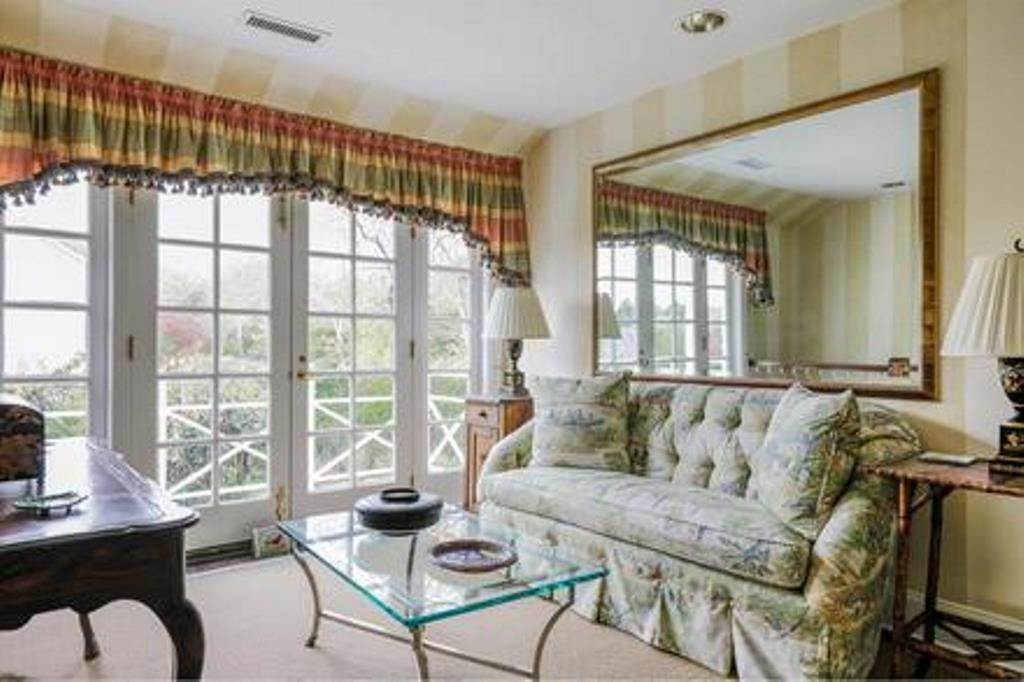 9. Single Family Home at Estate Section- Close Proximity Ocean And Village Southampton, NY 11968