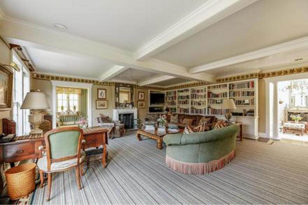5. Single Family Home at Estate Section- Close Proximity Ocean And Village Southampton, NY 11968
