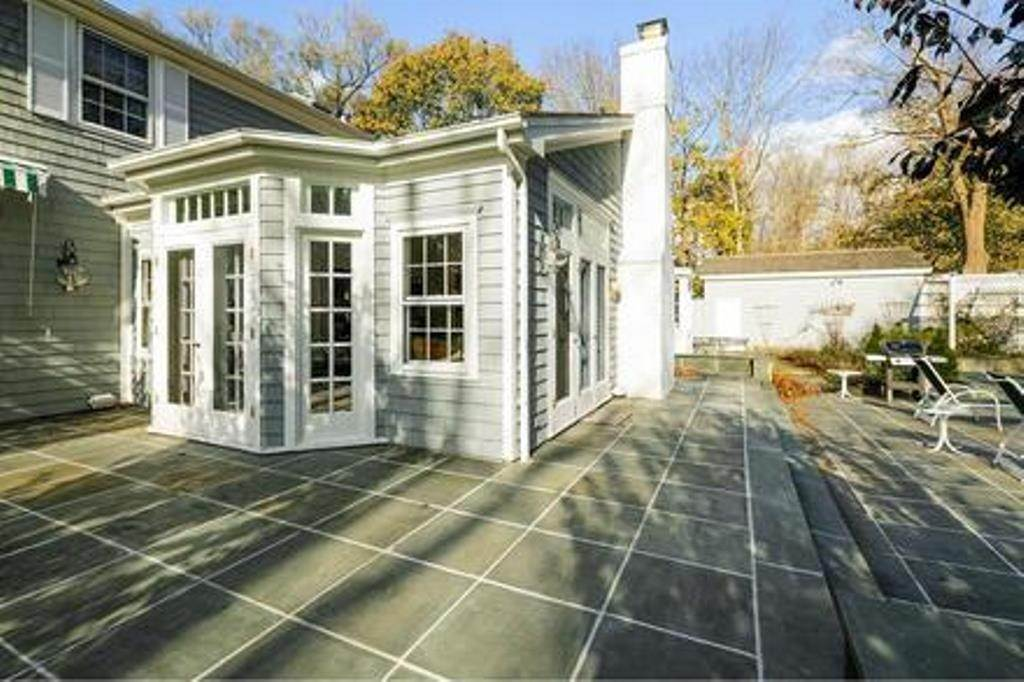 15. Single Family Home at Estate Section- Close Proximity Ocean And Village Southampton, NY 11968