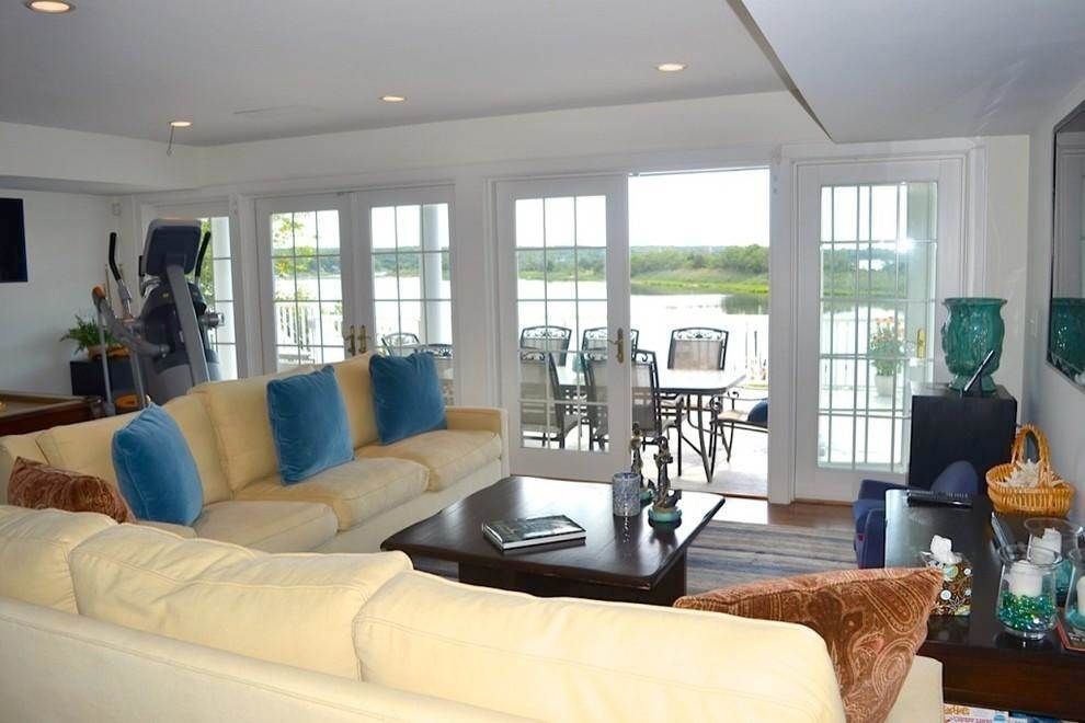 12. Single Family Home at Waterfront With Dock Sag Harbor, NY 11963