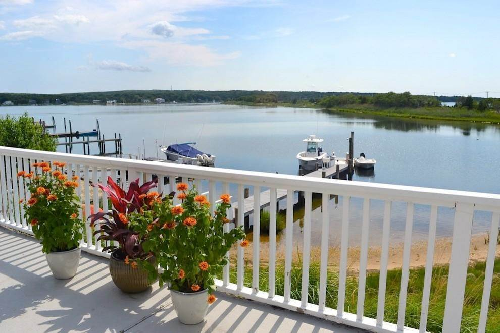 24. Single Family Home at Waterfront With Dock Sag Harbor, NY 11963